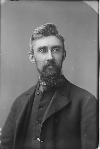 [Revd John Owen Williams (Pedrog, 1853-1932)]