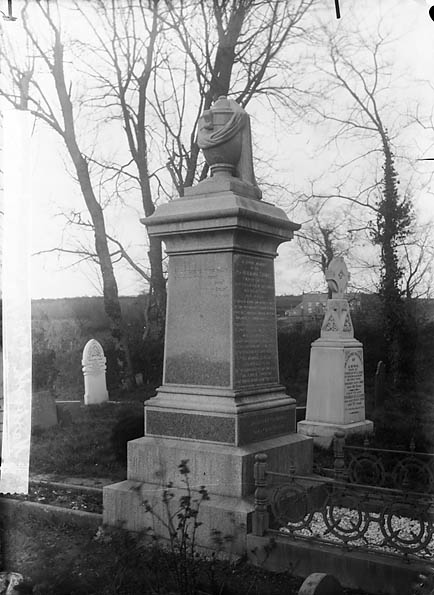 [Memorial of Revd Benjamin Thomas (Myfyr Emlyn, 1836-93), Narberth]
