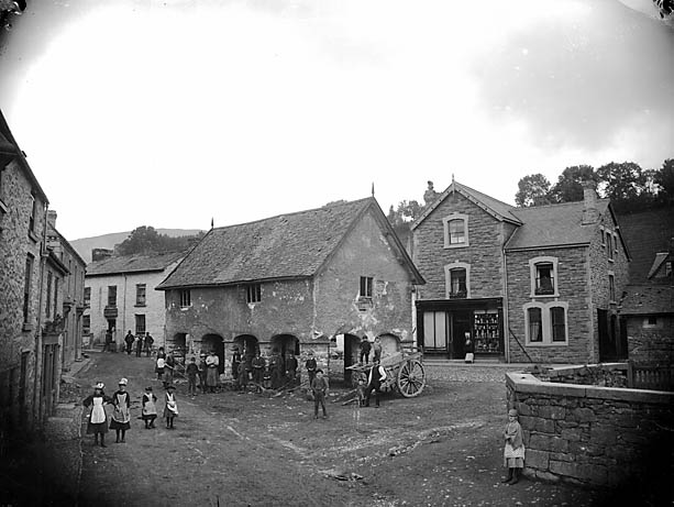 [The market hall and square, Llanrhaeadr-ym-Mochnant]