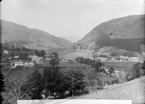 [Corris, with Cadair Idris in the background (1894)]