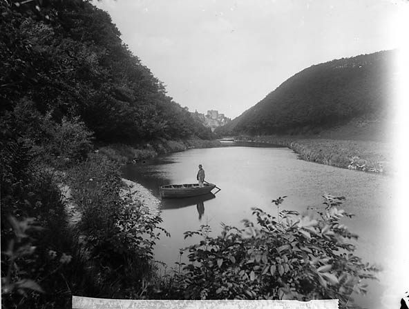 [Plas Meudwy ferry and Cilgerran castle]