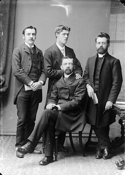 [John Pengwern Jones and other missionaries]