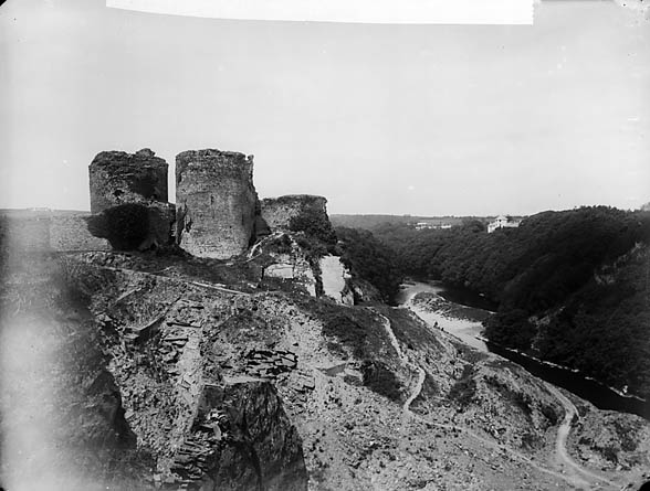 [Cilgerran castle and Plas Coedmor]