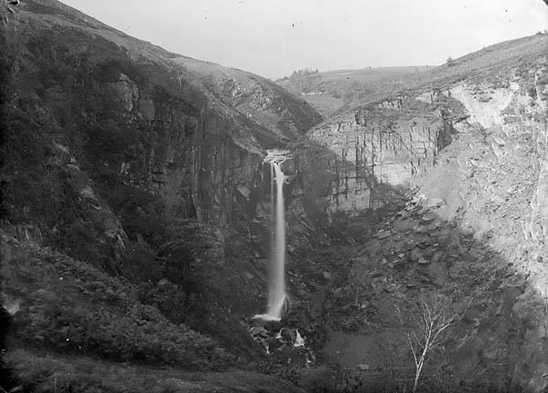 [Ffrwd Fawr waterfall, Pennant, Llanbryn-mair]