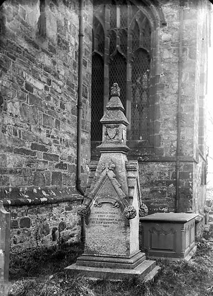 [Monument to Ebenezer Thomas (Eben Fardd, 1802-63), Clynnog]