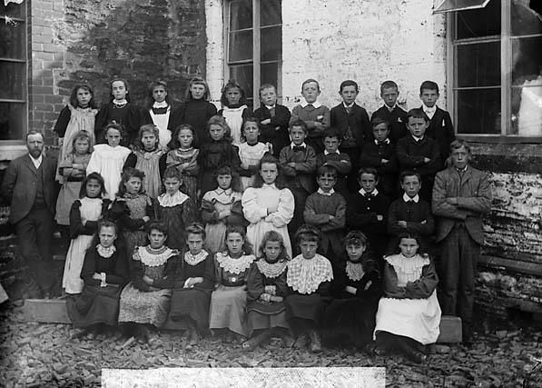 [School pupils, Y Gyffylliog (1897)]