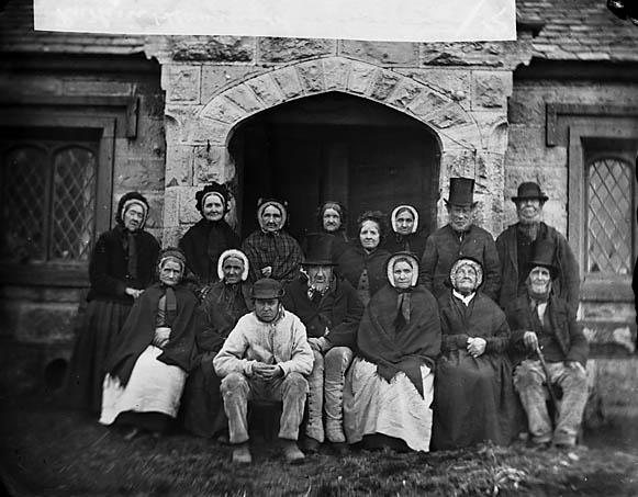 [Residents of Llan-rhudd almshouses, Rhuthun]