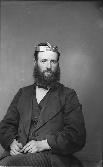 [Revd Mawddwy Jones, Dolwyddelan (Cong) wearing a crown]