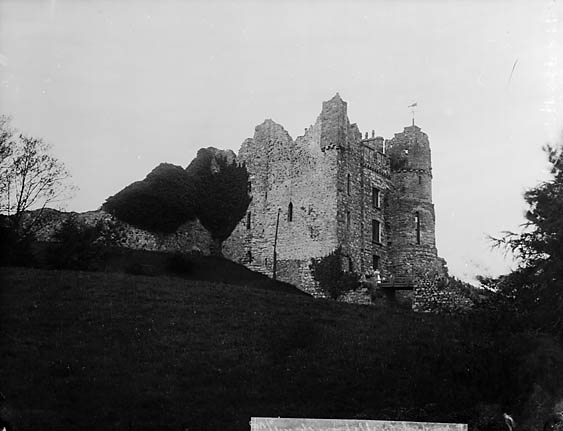 [A view of Newport (Penf) castle from the churchyard]