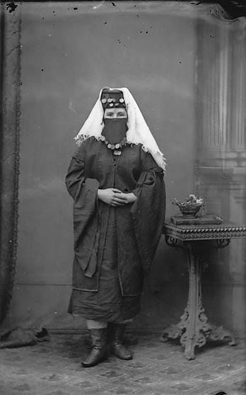 [Miss Margaret Jones (Y Gymraes o Gaanan, -1902)]