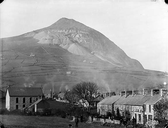 [The village and quarry, Trefor, Llanaelhaearn]