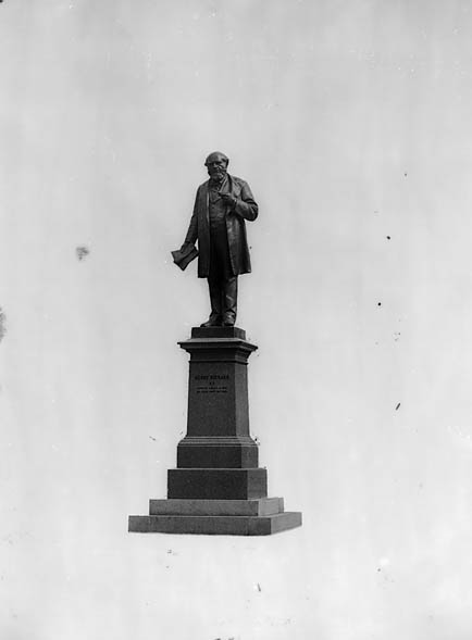 [Henry Richard memorial, Tregaron]