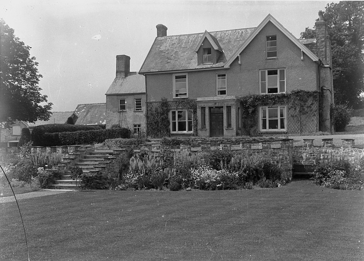 [Unidentified house, Garth]