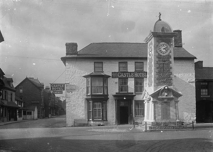 [Castle Hotel Rhayader and war memorial]