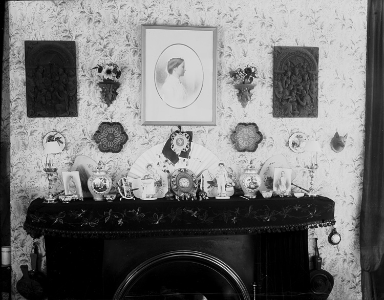 [Mantlepiece and ornaments]