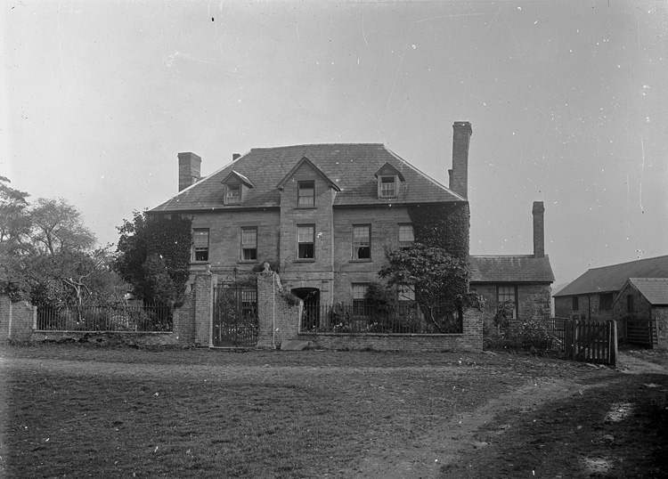 [Unidentified country seat and farm buildings]