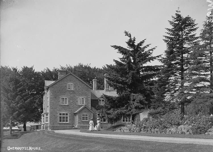 Gwernaffel House