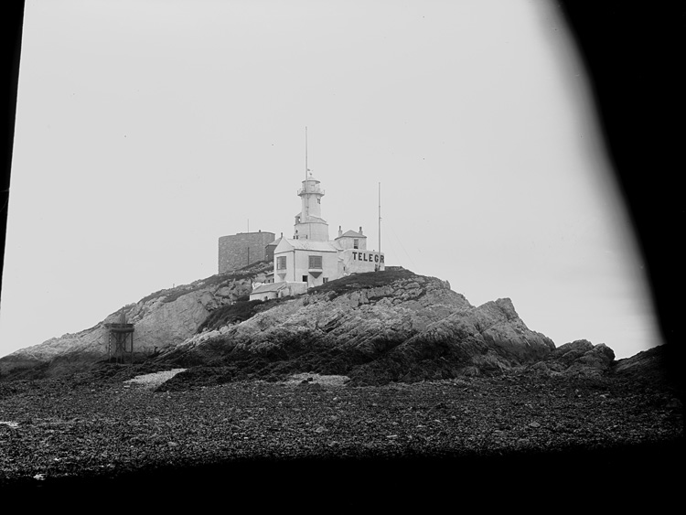 [Mumbles lighthouse, Bracelet bay]