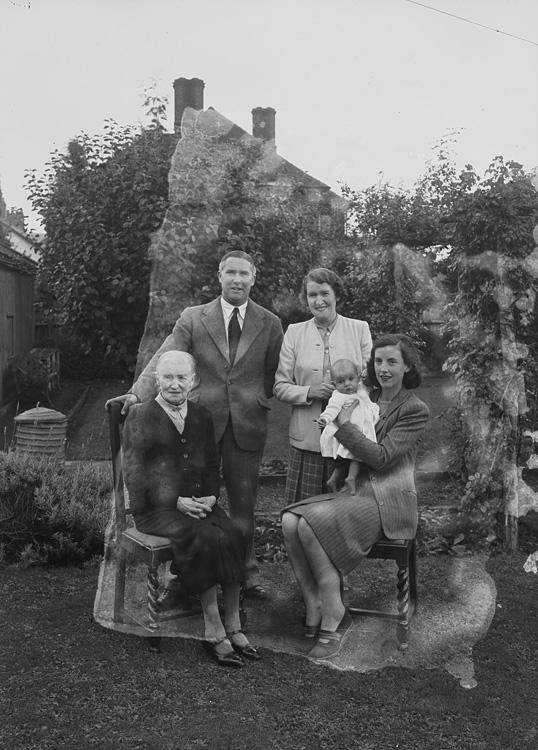 [Price family, Royal Oak, Welshpool]