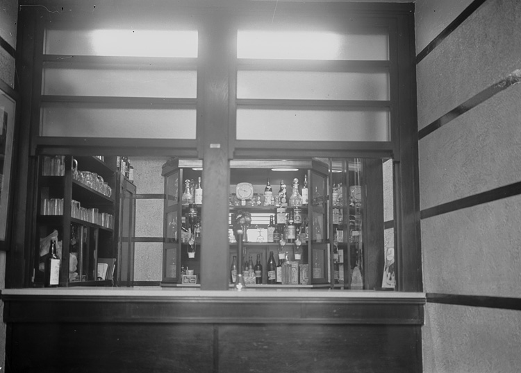 [Interior of Drover's Arms Hotel, Builth Wells]