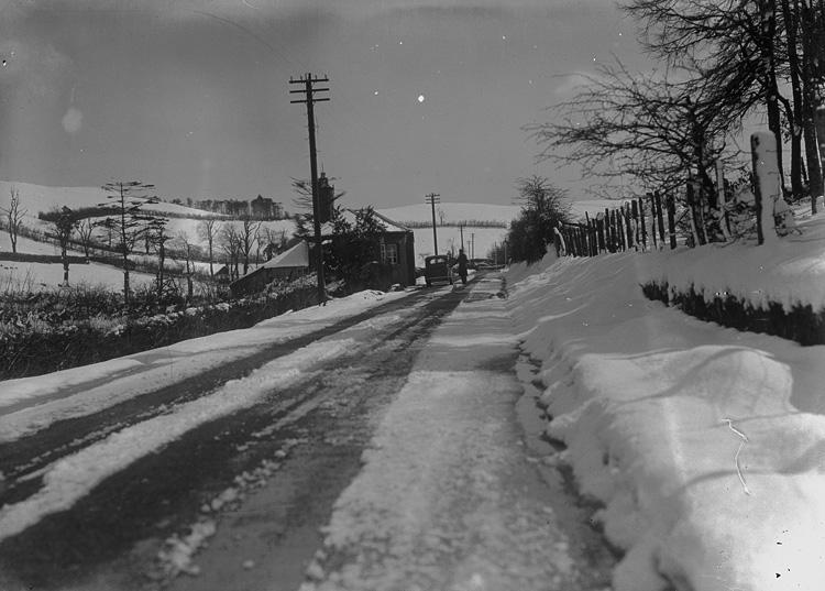 [Morris 8 series car on Knighton to Presteigne road]
