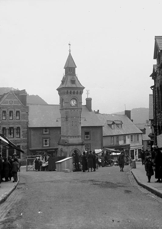 [Knighton town clock]