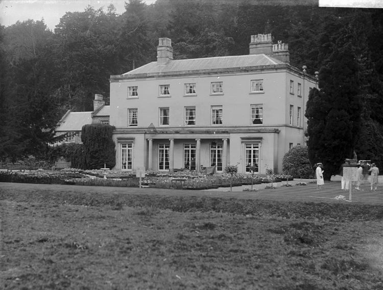 [Unidentified country house]