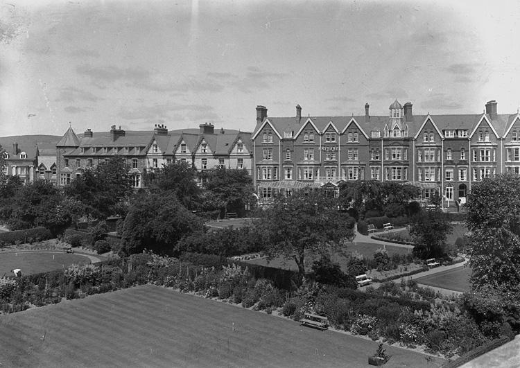 [Gardens and Brynawel Hotel, Llandrindod]