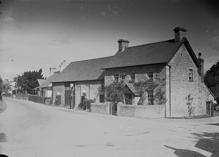 [Tea house and garage, Llyswen, Brecon]
