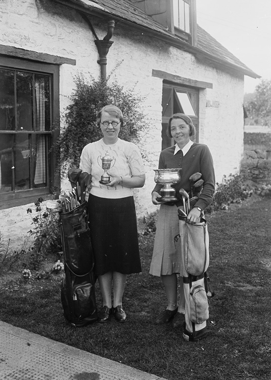 [Two lady golfers with golf clubs and trophies, Builth Wells]