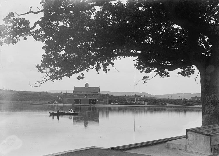 [Boating pavilion and lake, Llandrindod]