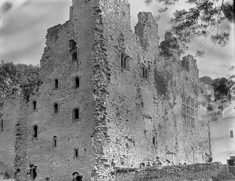 [Unidentified castle]