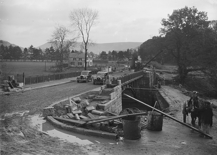 [Construction of the new Irfon bridge, Builth Wells]