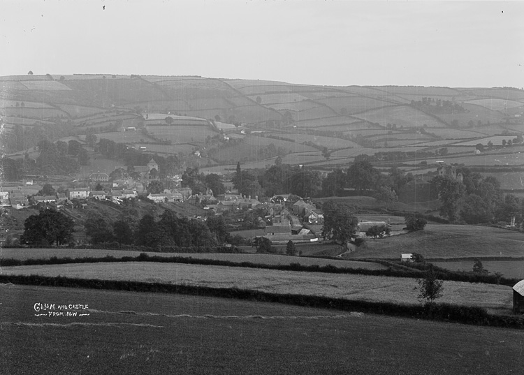 Clun and the castle from N.W