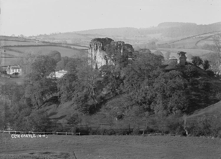 Clun castle (S.W)