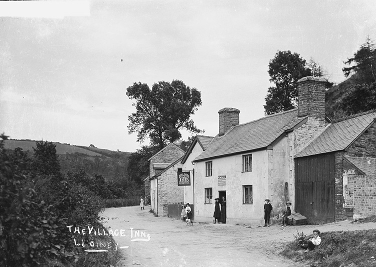 The village inn, Lloiney
