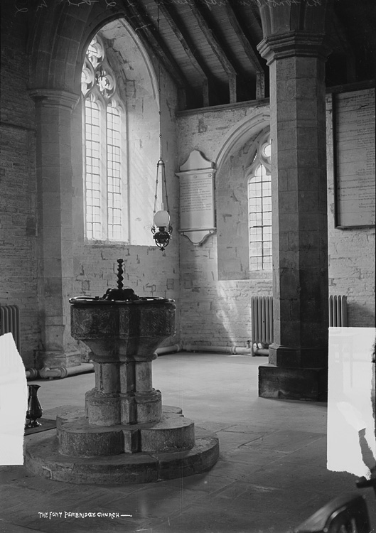 The font Pembridge church