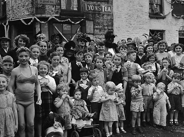 [Cwmbach Street Party]