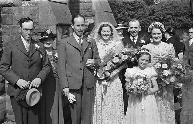 [Hubert-Evans wedding at the English Calvinistic Methodist Church, Newtown]