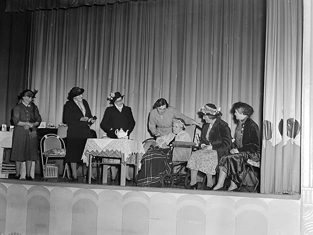 [Woodside (Oswestry) and Oswestry Townwomen's Guilds who performed at the Plaza Ballroom]