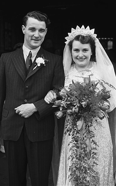 [Wedding of Ethel Roberts and John Phillips at Oswestry Parish Church, 1948]