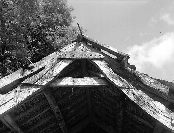 [An example of Cruck construction in Dinas Mawddwy]