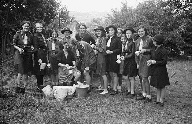 [Llanfair Caereinion Girl Guides camping at Llangyniew]