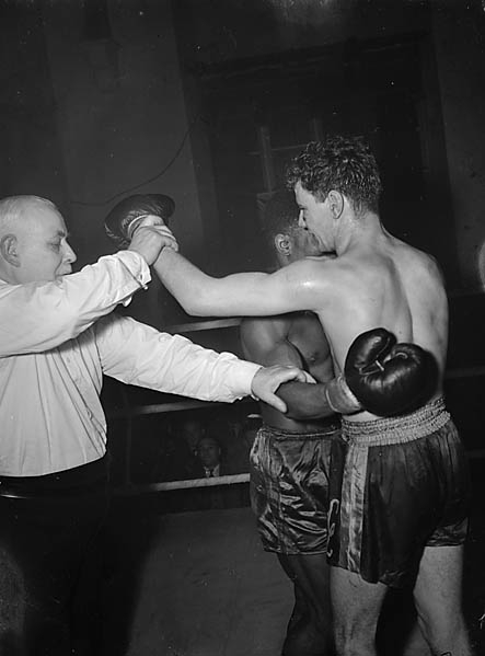 [Cliff Curvis fighting Kay Kalio at Neath]