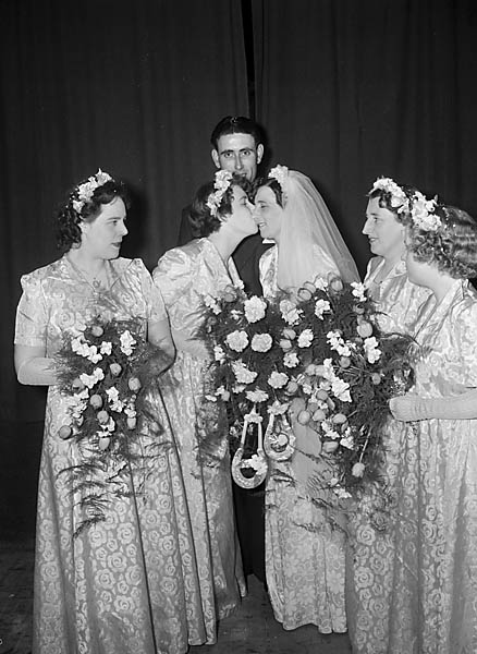 [Wedding of Miss V Goodall to R Organ at Shrewsbury]