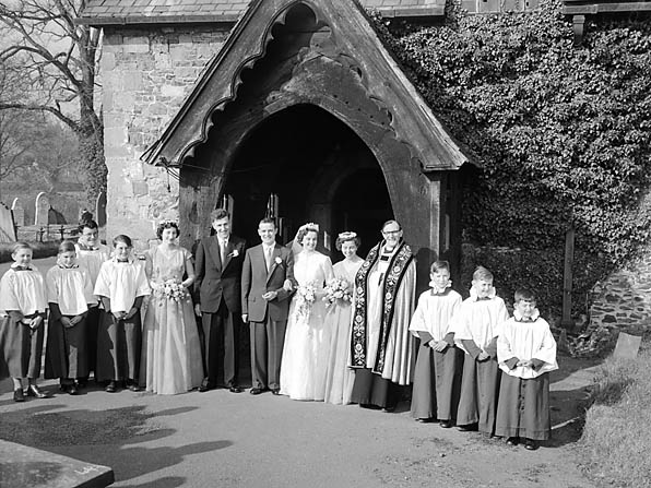 [Wedding of Edna Brookfield Jones, Llansanffraid, to Stanley Rees Taylor, Ditherington]