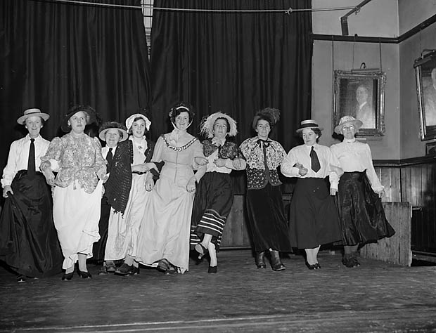 [Glyn Ceiriog Women's Institute's Old Time Variety Show]