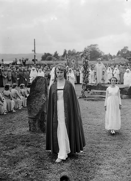 [Hefina Jones at the proclamation of the 1954 National Eisteddfod, Ystradgynlais]