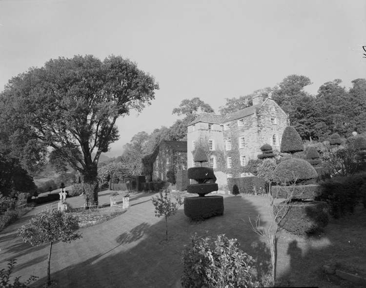 [Plas Brondanw, Llanfrothen, before the fire]