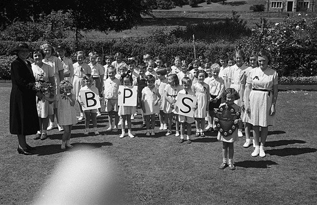 [Schools' sports at Bronwylfa School, Welshpool and Welshpool County School]